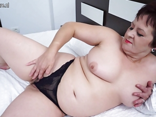 mature mom still likes to work out that pussy