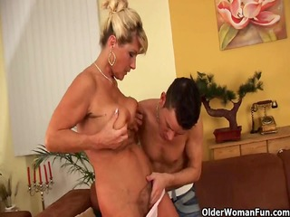 saggy granny with squirting and shaggy snatch