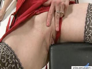large nippled milf masturbates and toys cum-hole