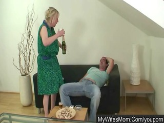 wife shops - her mamma humps