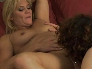 lesbian mommas have girl on hotty in bedroom
