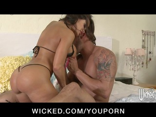 hawt d like to fuck pornstar lisa ann has large