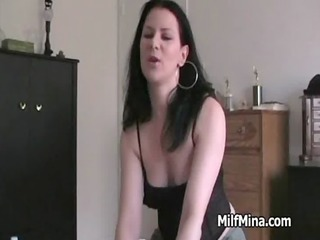 dilettante d like to fuck performs knob massage