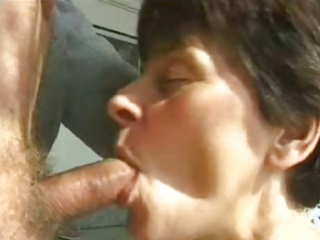 hot mamma 00 brunette older and a old guy