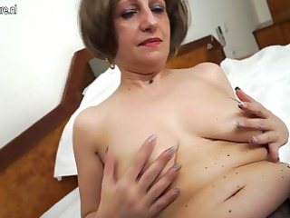 hot amateur mother of 2 playing with her soaked