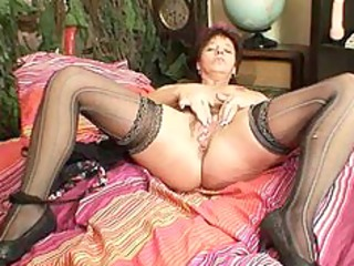 aged amateur mom squeezing her pussy muscles