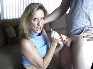mamma gives tugjob toyoung boy